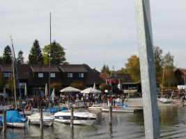 Vieldorf am Plongsee: Hafen mit kleinen Booten